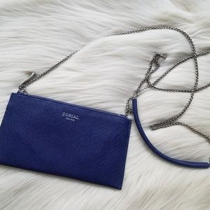 Sorial wallet with chain